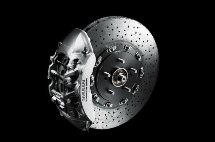 Мощный Nissan GT-R можно оснастить тормозами SpecV, которые стоят $ 50 000. Эти тормоза настолько до