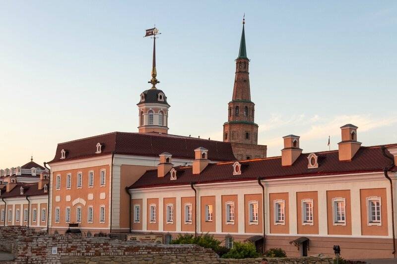 Главное здание Пушечного двора и башня Сююмбике, Казанский кремль
