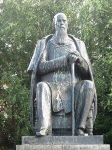 Памятники тверь михаилу круга формула гранитные памятники москва 3d