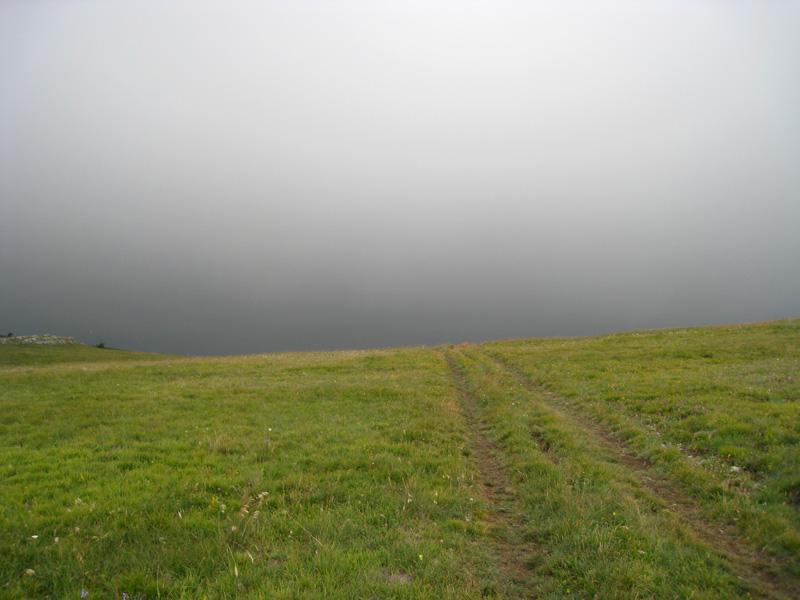 Гурзуфская яйла. Высота около 1000 метров. Под эту тучку я попал