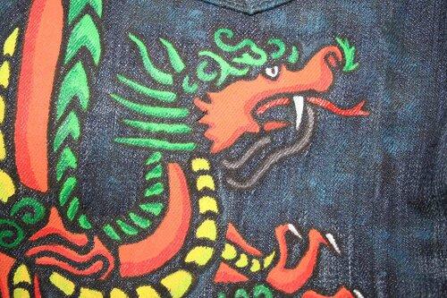 Как нарисовать дракона на джинсах