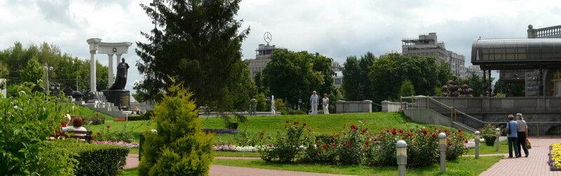 Садик у Храма Христа Спасителя