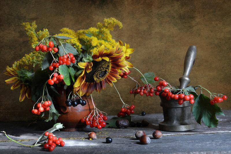 Осень ягоды давила...
