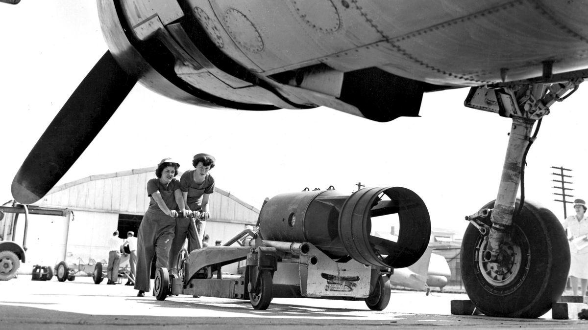 Тянем-потянем: Девушки - бомбовозы (1943 год)