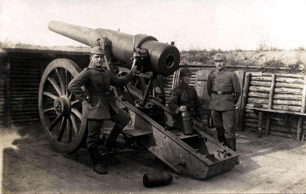 Орудие калибра 15 см производства 1890-х годов на боевой позиции (1916 год)
