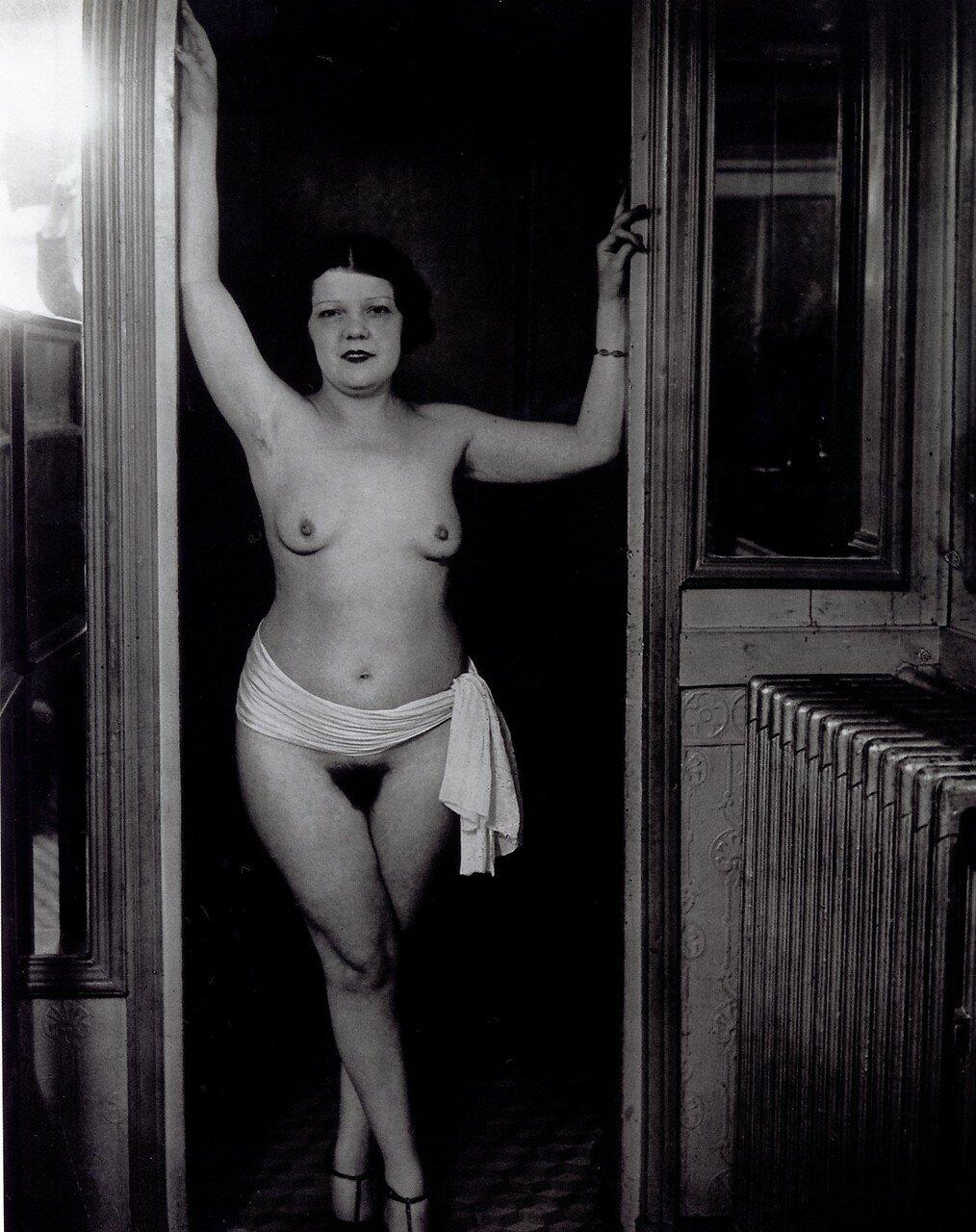 1932. Бордель «Сюзи». Одна из работниц
