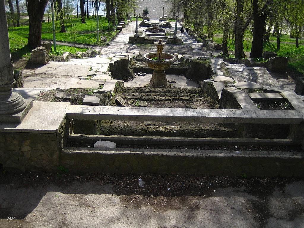 Лестница с фонтанами