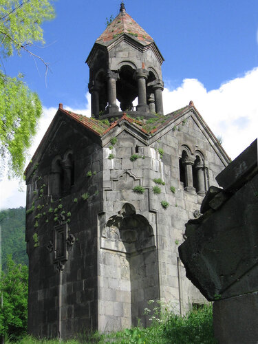 Колокольня монастыря Ахпат XI в Армения