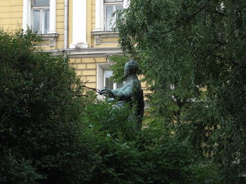 Чайковский, утопающий в зелени