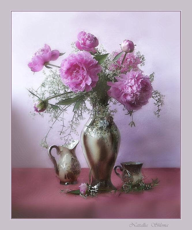 Букет розовых пионов в вазе