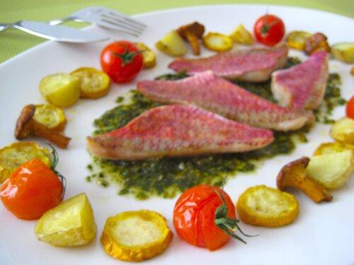 Филе морского окуня с cоусом песто, летние овощи-гриль