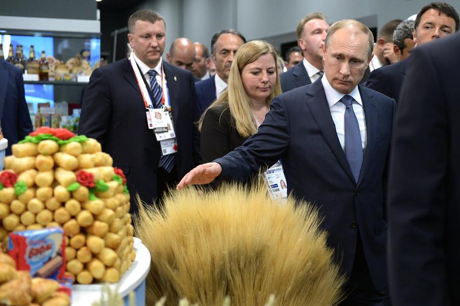 Путин на Экспо-2015.png