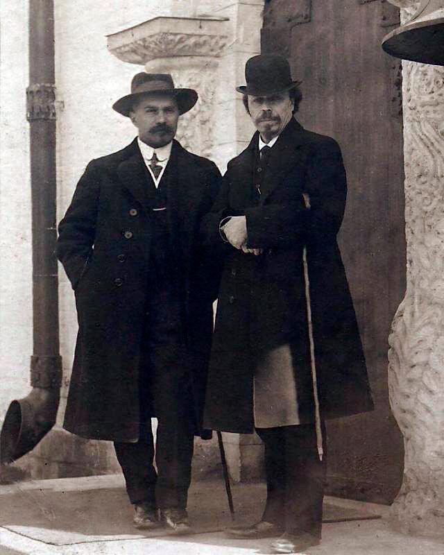 Михаил Нестеров и Алексей Щусев у Марфо-Мариинской обители