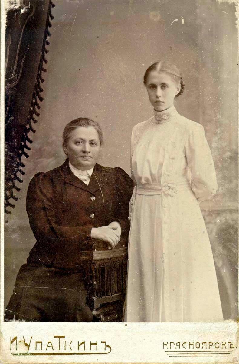 Парный фотопортрет. Евгения Исаевна и Женя Коноваловы
