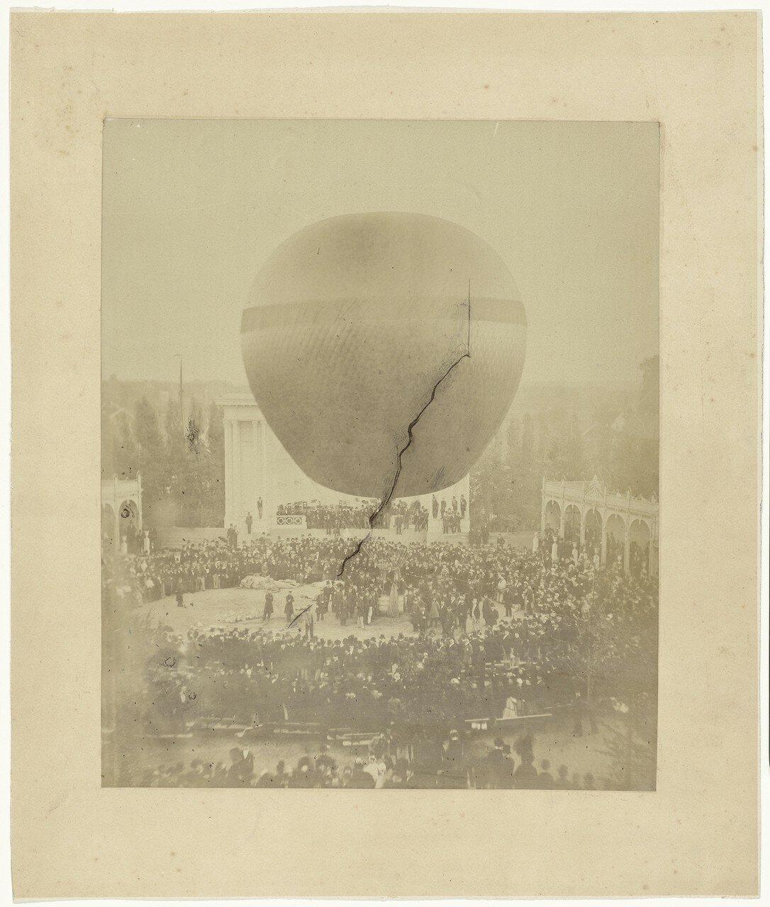 1874. Воздушный шар «Метеор» Эжена Годара в саду за Дворцом Промышленности