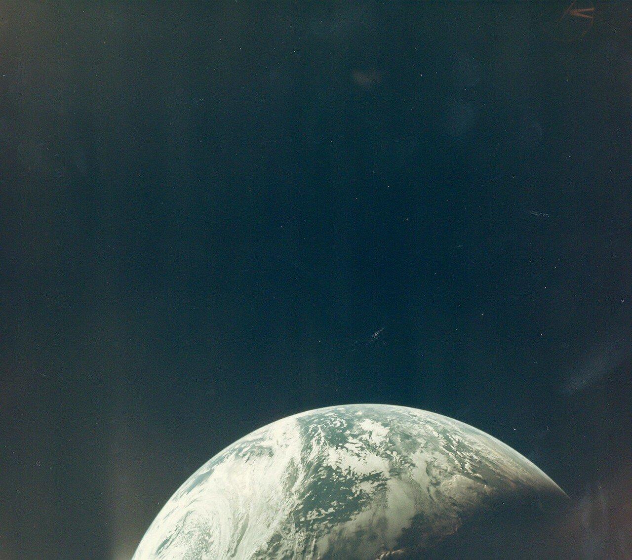 1967, 9 ноября. На снимке - Вид Земли из окна беспилотного космического корабля «Аполлон-4»