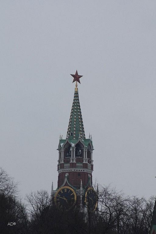Вид на Спасскую башню с Софийской наб.