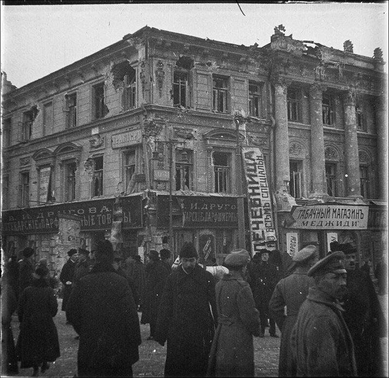 Московская разруха после большевистского переворота 1917 года. Бльшая Никитская улица. Из архива Т. Яржомбека.