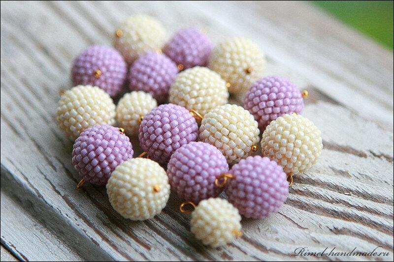 Оплетенные вручную бисерные бусины похожи на шарики мороженого.  В это колье вложено много кропотливого труда...