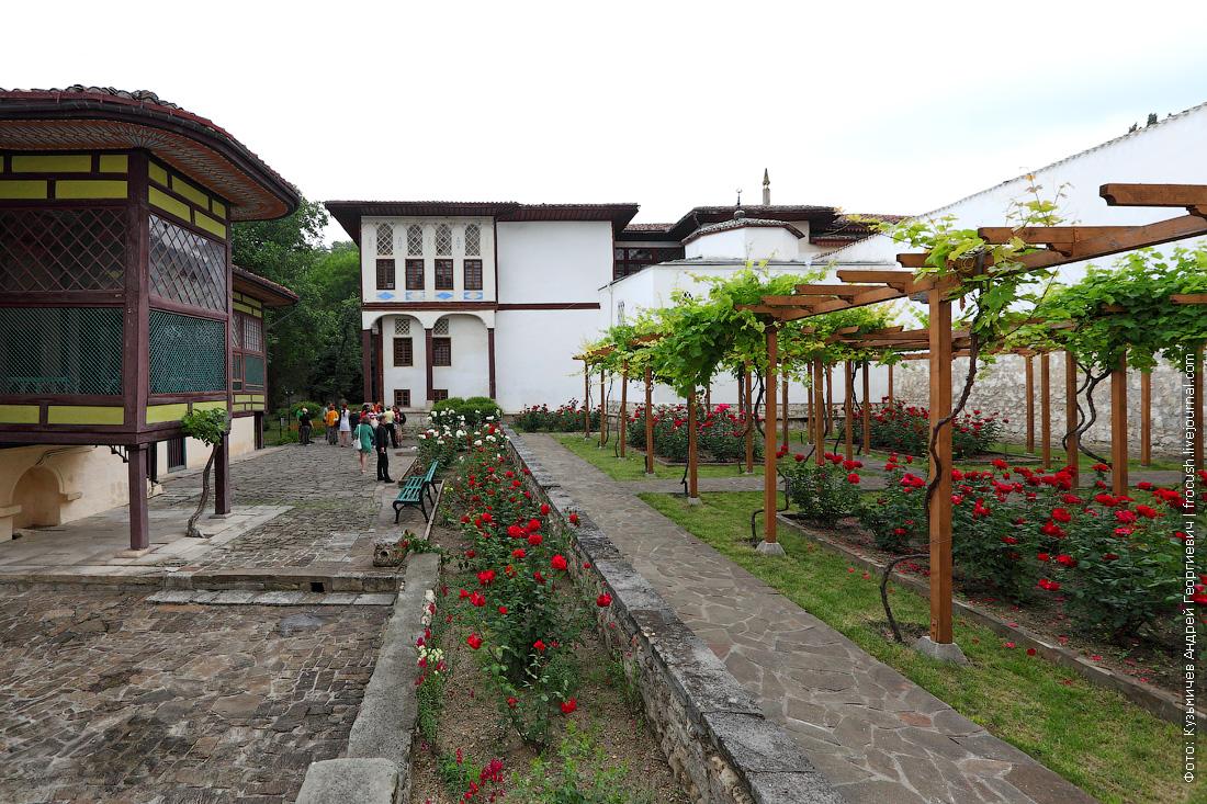 Ханский дворец Внутренний дворик при гареме