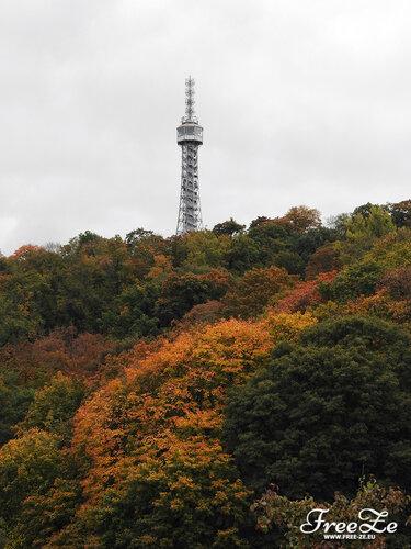 Вид на Петршинскую башню с Пражского Града