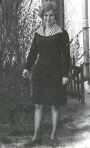 Татьяна Анатольевна, любимая классная руководительница незабвенного, выпускного 10 Б. 1973 год....jpg