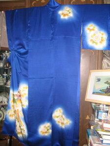 синее кимоно с золотыми цветами