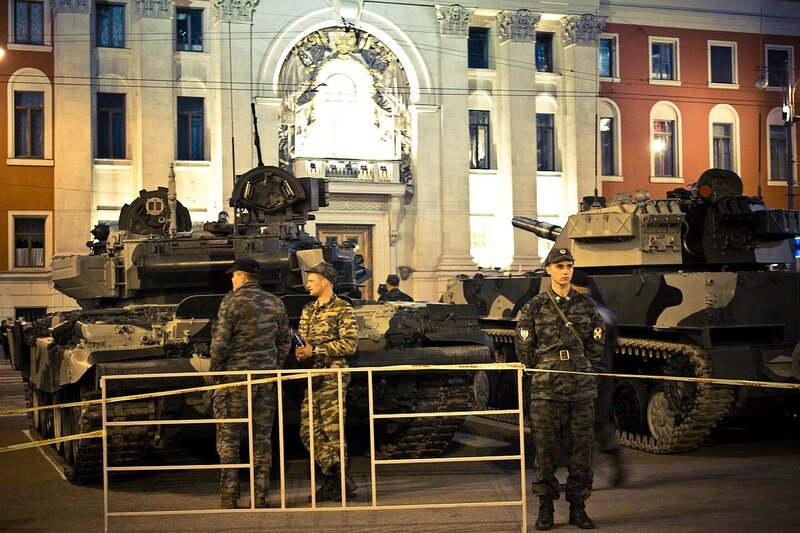 Танки перед мэрией Москвы