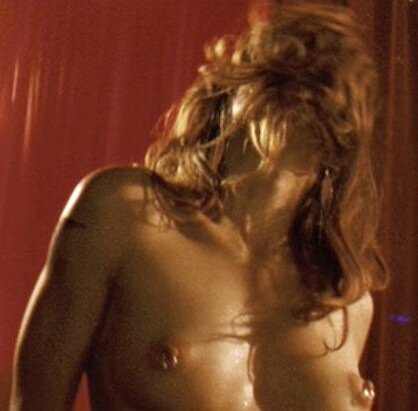 1229369959 marisa-tomei-topless-wrestler-03