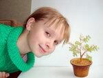 Аня и ее первое деревце