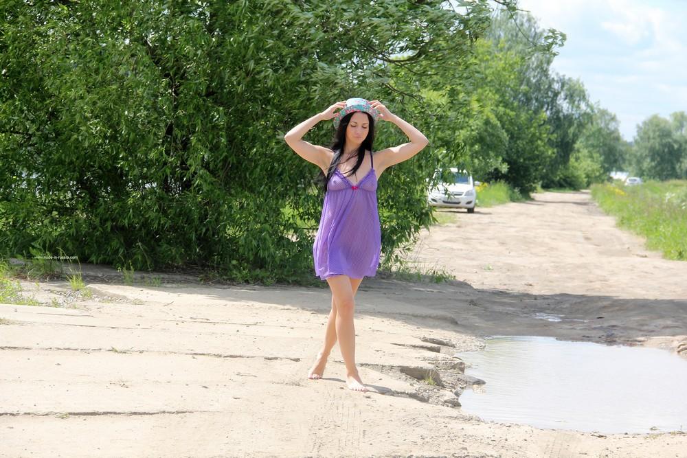 Мария на проселочной дороге