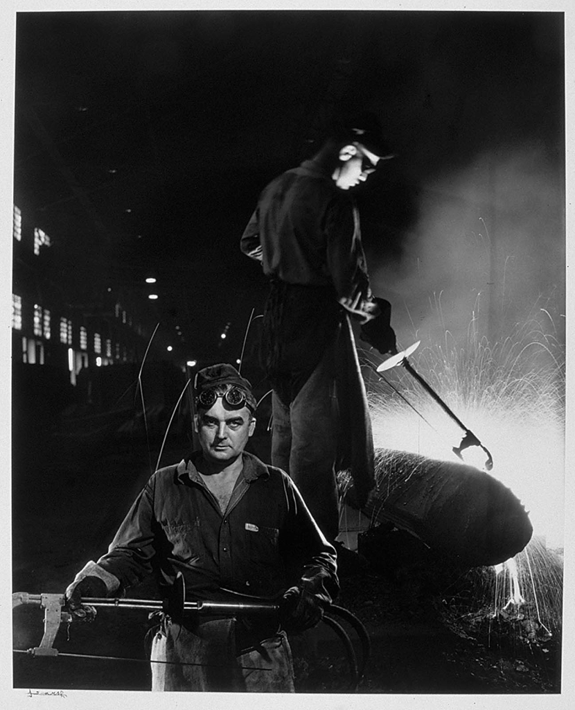 Атлас сталь (двое мужчин, очки)1950