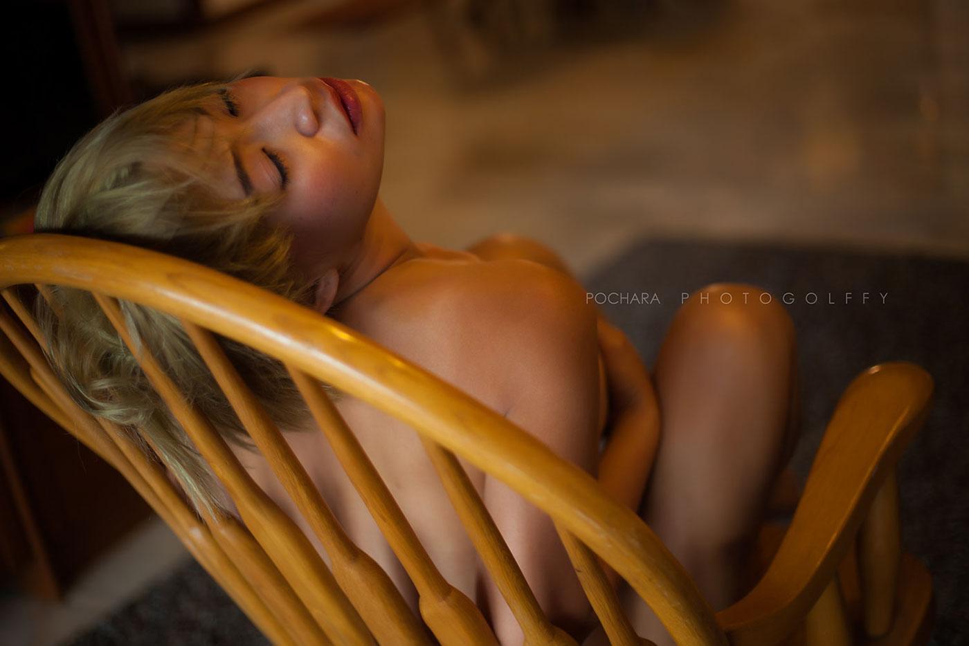 В плетеном кресле / Pochara Photogolffy