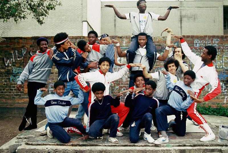 Лондонские би-бои позируют для группового фото, 1983 год.