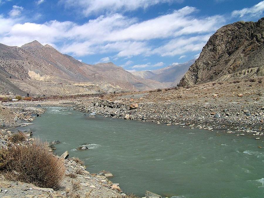 44. Эта дикая река предлагает неповторимый рафтинг, а ночью можно разбить лагерь под звездами на бел