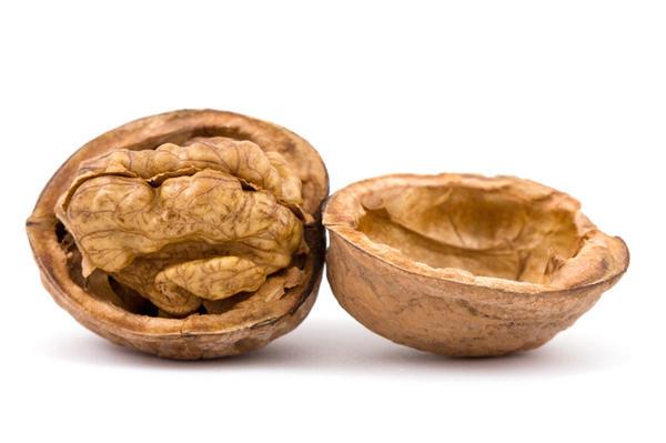 5. Грецкий орех   На Кавказе грецкий орех почитается как священное дерево. Там можно встретить
