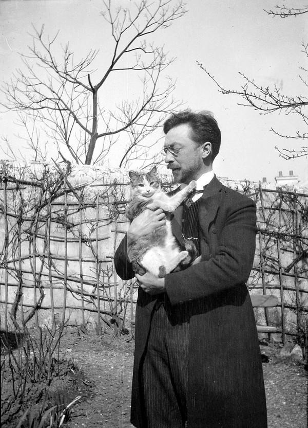 12. Василий Кандинский и его кот Васька.