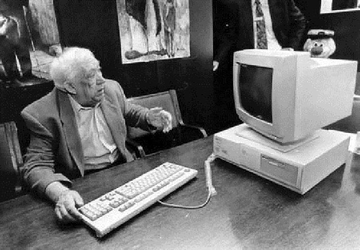 Юрий Никулин с персональным компьютером в 1990-е годы.   Маргарет Тэтчер