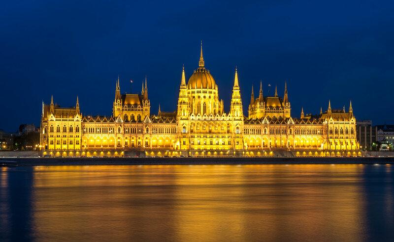 Венгерский парламент в Будапеште ночью