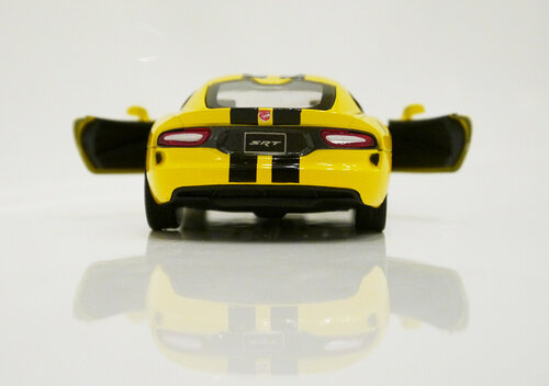 Металлическая машинка Kinsmart Dodge Viper SRT