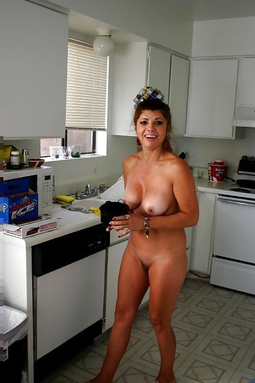 Naked housewife galleries — photo 3
