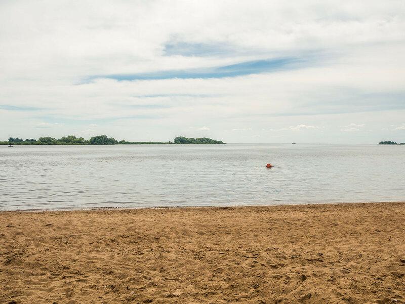 Ещё один пляж на Волхове.