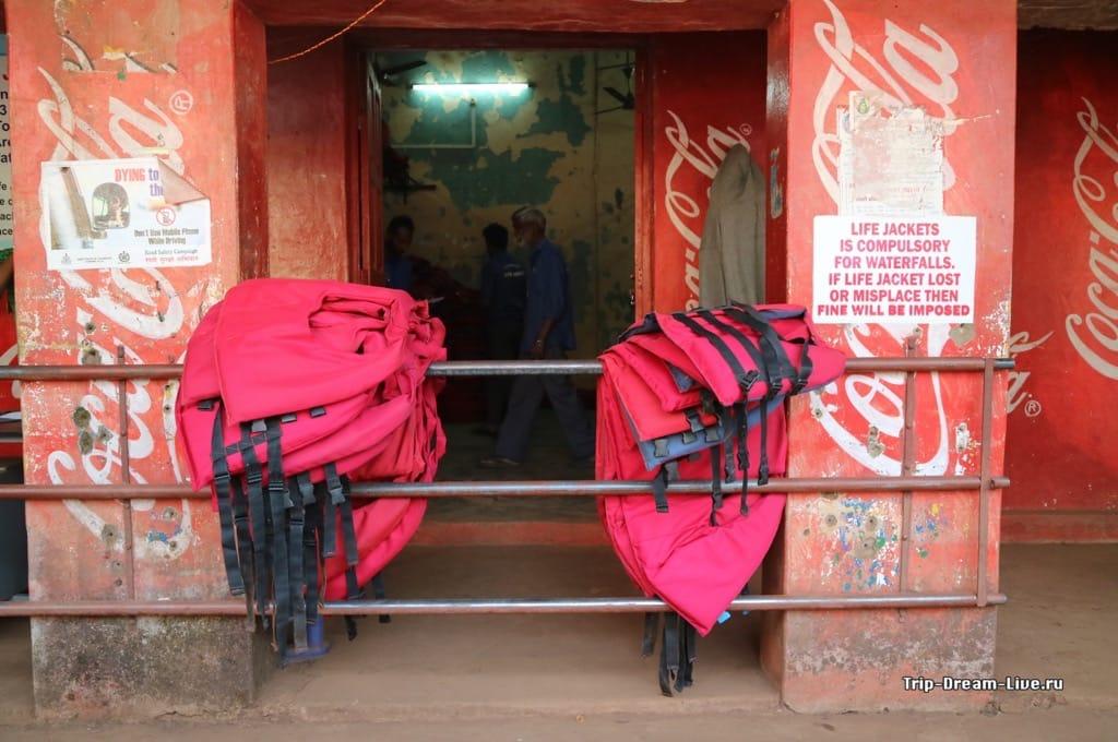 Пункт выдачи спасательных жилетов