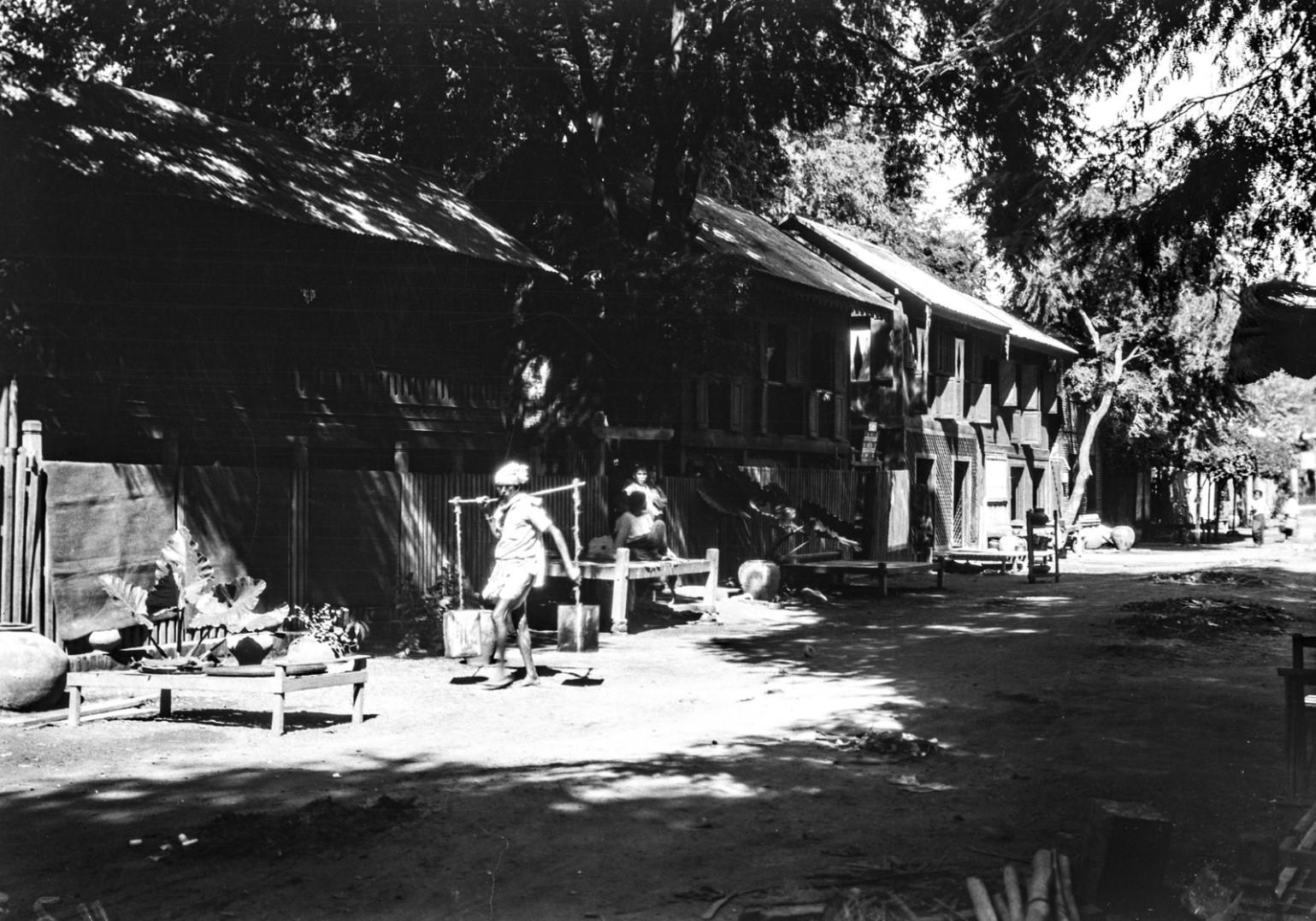 1092. Улица в Мандалай