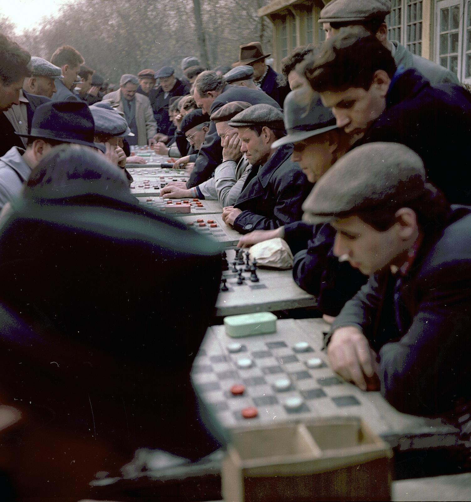 Шахматисты в парке Горького