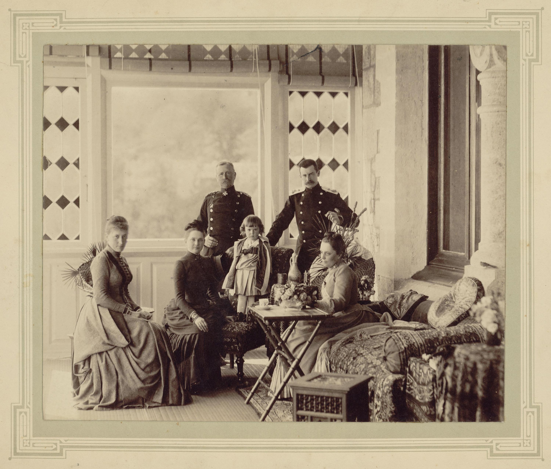 Имение князей Юсуповых в Кореизе. На террасе дворца Сумароковы-Эльстоны с детьми и гостями.1888