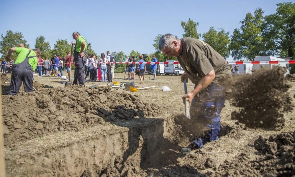 Соревнования могильщиков в Венгрии