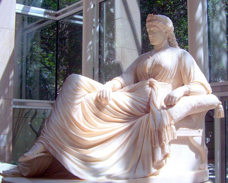 Скульптура царицы Семирамиды в Музее искусств в Далласе.