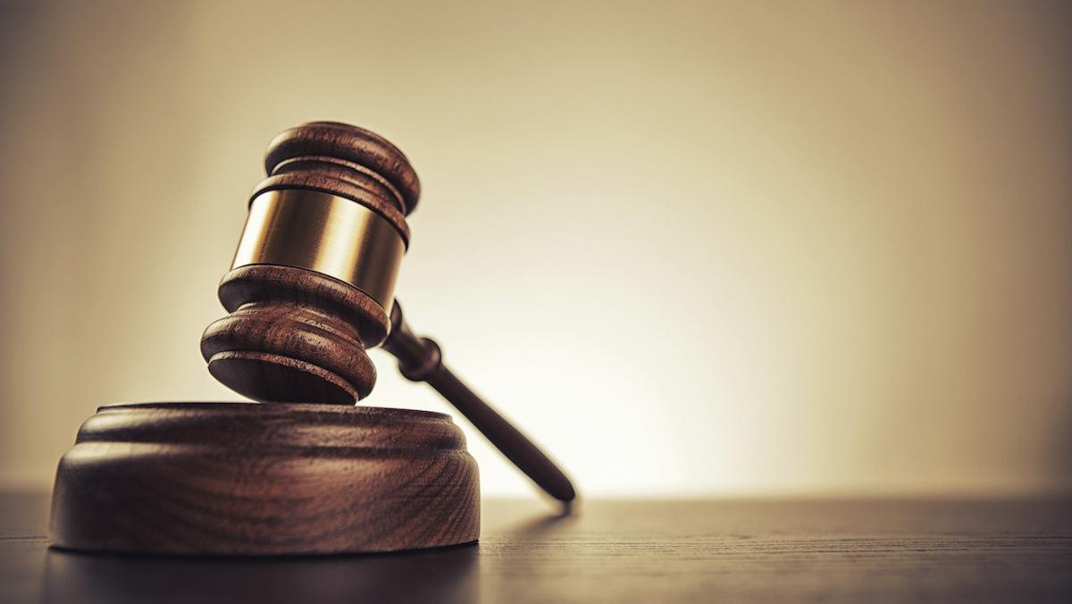 ВМинске проходит суд над мужчиной, ударившим котенка головой обстену