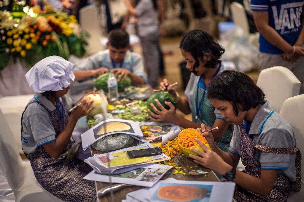 4. Традиционно для карвинга подходят практически любые фрукты и овощи, просто нужно иметь специ